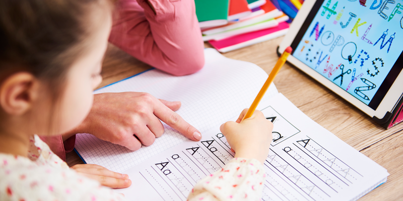 tutor-offering-expert-tuition-with-early-years-student-handwriting-lesson